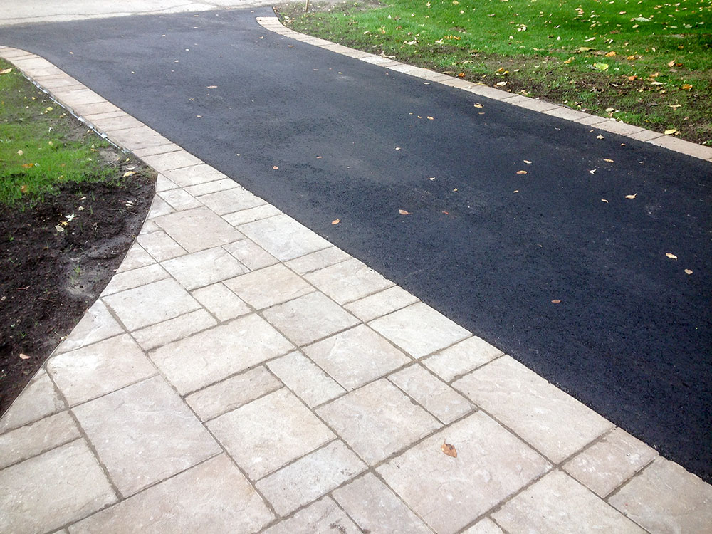 Pointe-Claire Paved Driveway